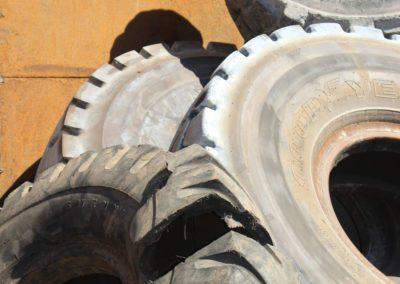 pneumatiques - pneus gÇnie civile